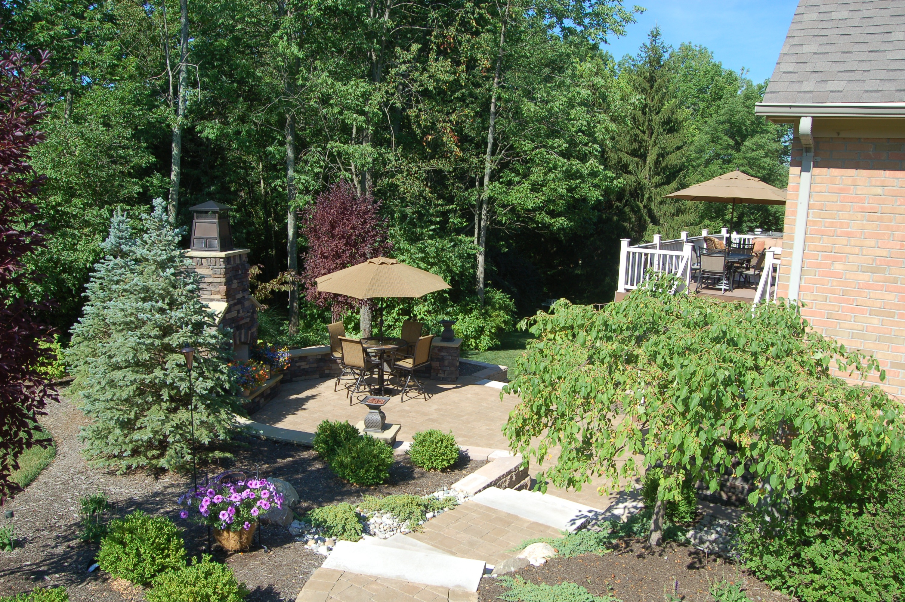 Plantings and flower beds archives tinkerturf for Elegant landscaping