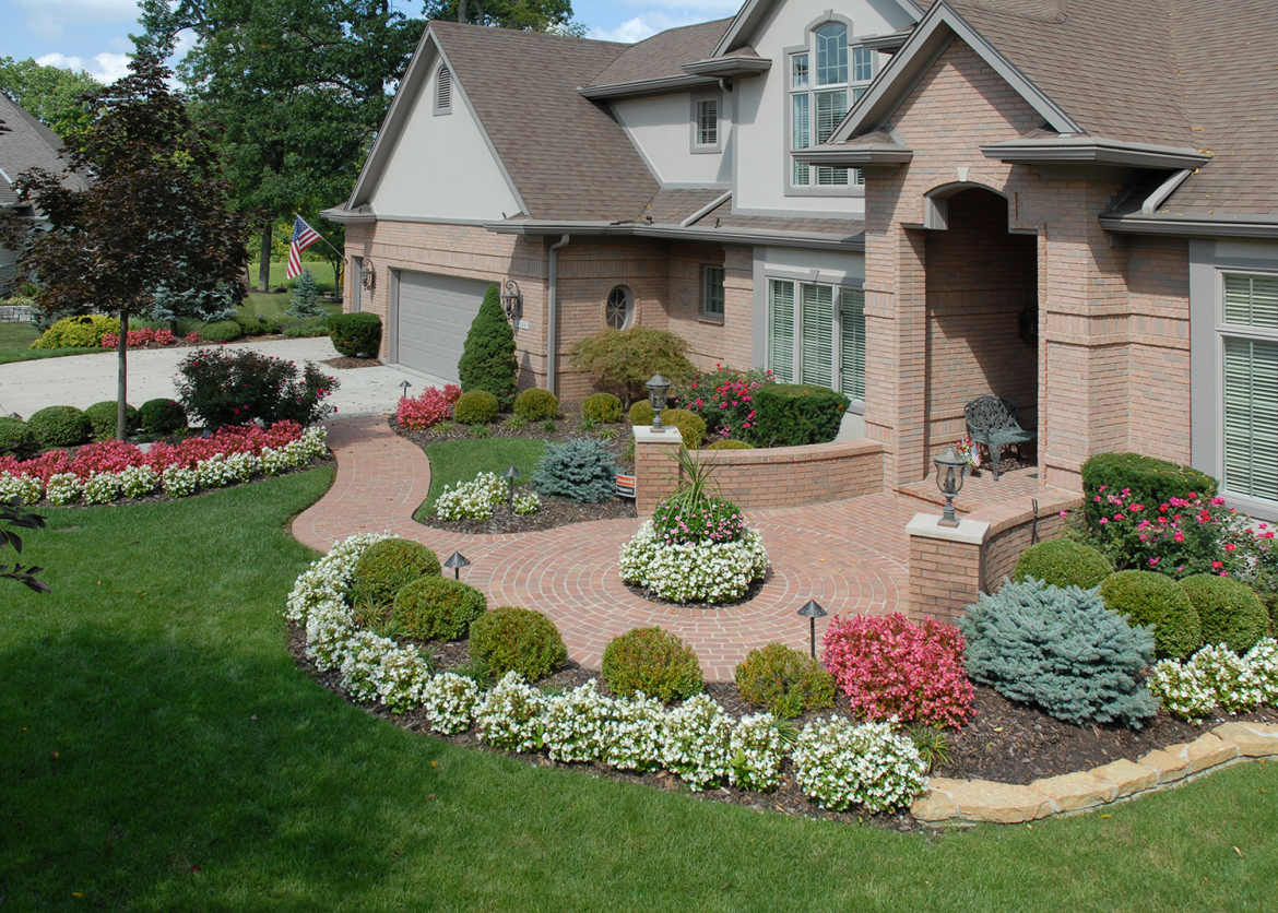 Beautiful front yard floral arrangement tinkerturf for Beautiful front yards