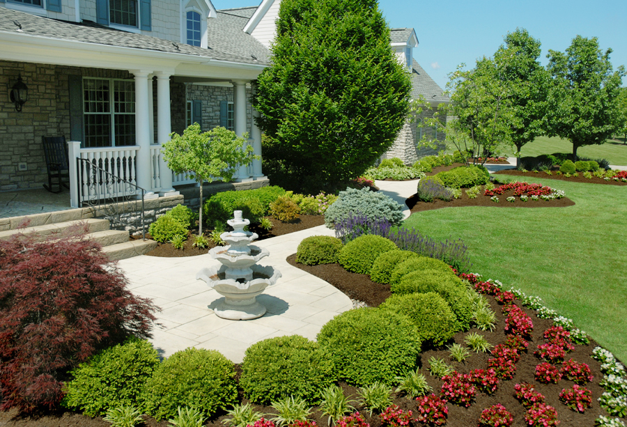 Wonderful front yard landscape tinkerturf for Front yard garden designs with water feature